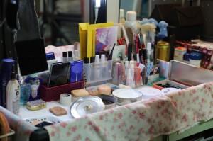 きれいに整頓された化粧道具