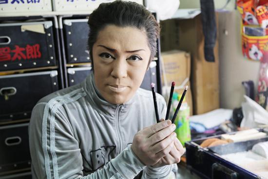 智太郎座長のお気に入りのメイクペンです。「ドンキで売ってます」(笑) 撮影しようとすると「おなかは写さないでね」と座長からのリクエスト。