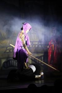 いれずみ判官・遠山の金さんに扮した真之介座長。病み上がりとは思えないすばらしい立ち回りでした!